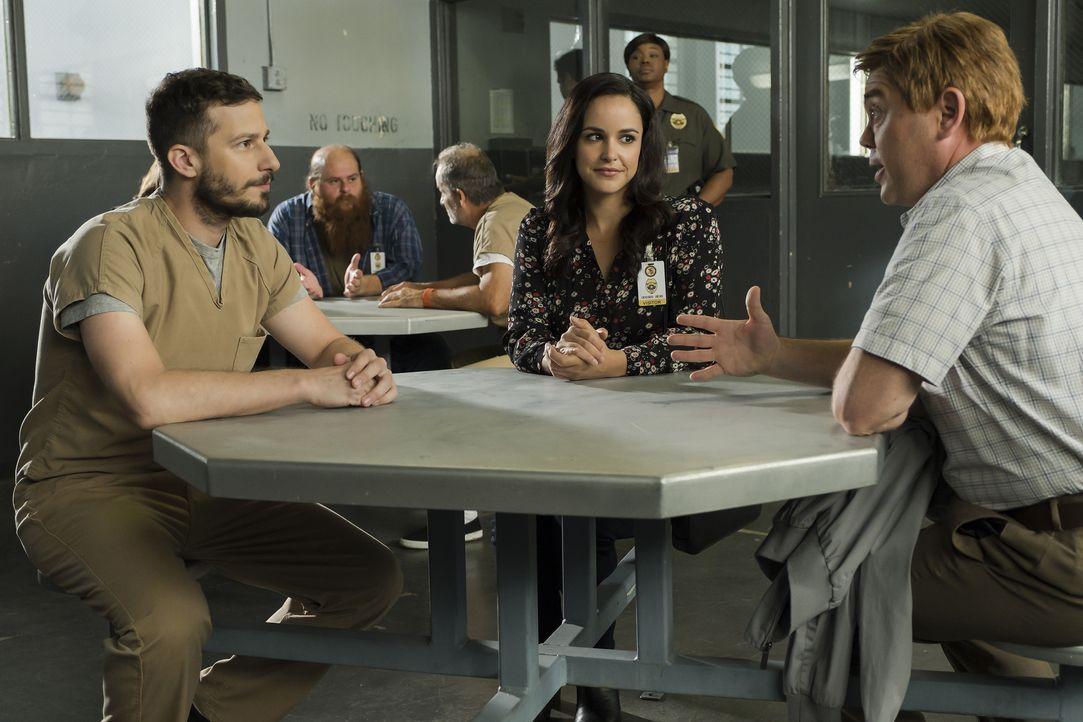 (v.l.n.r.) Jake Peralta (Andy Samberg); Amy Santiago (Melissa Fumero); Charles Boyle (Joe Lo Truglio) - Bildquelle: John P. Fleenor 2018 UNIVERSAL TELEVISION LLC. All rights reserved. / John P. Fleenor