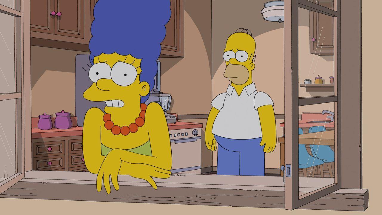 Marge (l.) ist bedrückt über die illegalen Aktivitäten ihres Gatten Homer (r.) ... - Bildquelle: 2013 Twentieth Century Fox Film Corporation. All rights reserved.