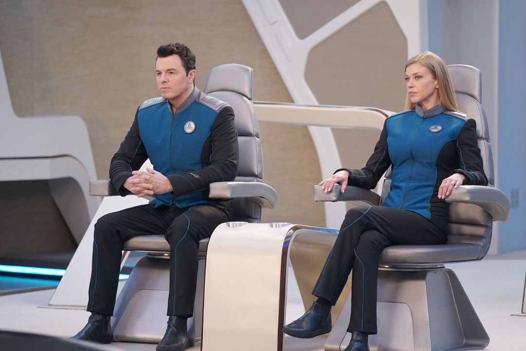 Captain Ed Mercer (Seth MacFarlane, l.); Commander Kelly Grayson (Adrianne Palicki, r.) - Bildquelle: Kevin Estrada 2019 Twentieth Century Fox Film Corporation.  All rights reserved.