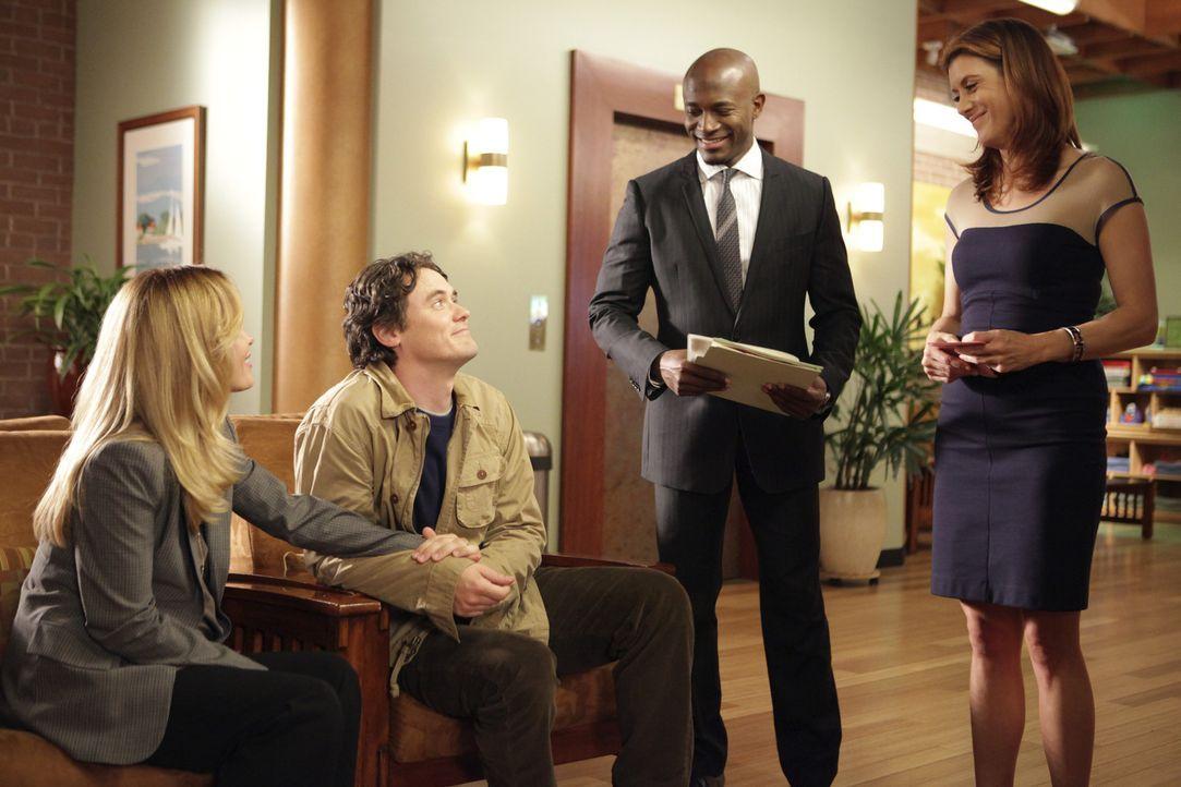 Gemeinsam behandeln Sam (Taye Diggs, 2.v.r.) und Addison (Kate Walsh, r.) die schwangere Val (Chandra West, l.) und stellen Lymphknoten-Krebs fest.... - Bildquelle: ABC Studios