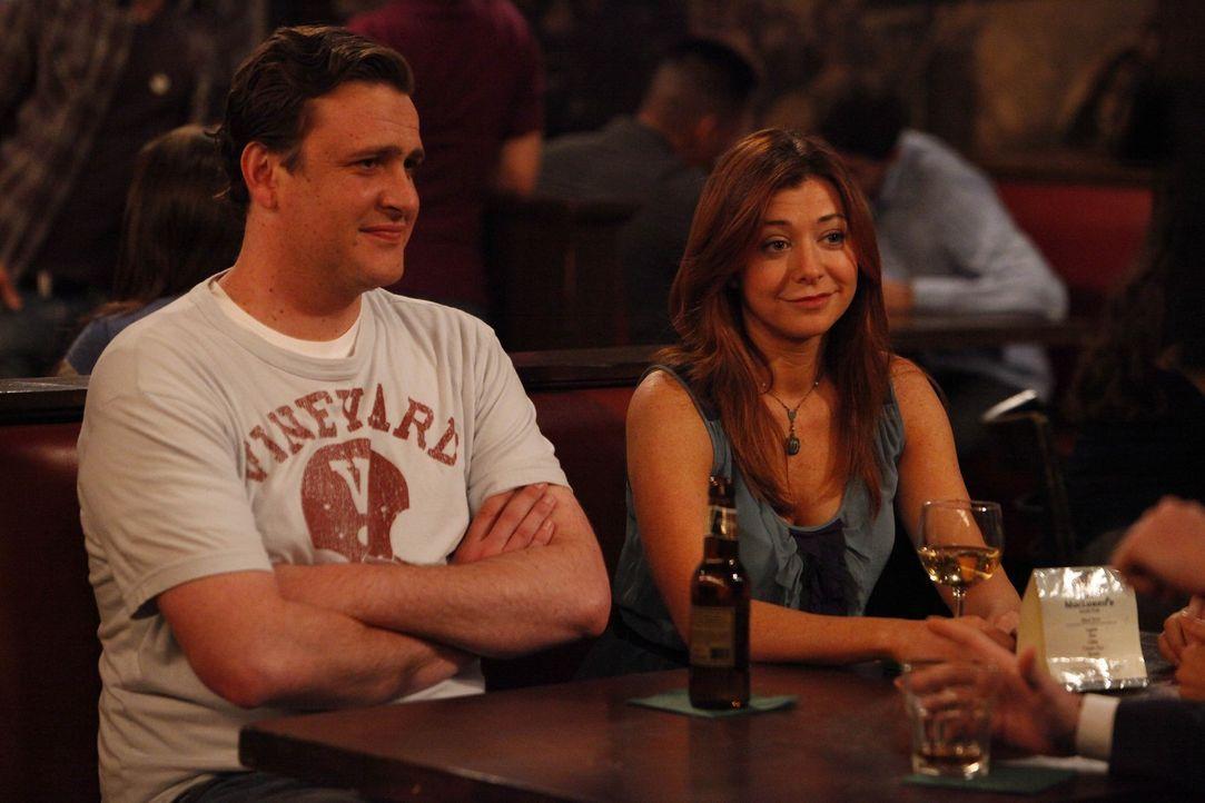 Sind Marshall (Jason Segel, l.) und Lily (Alyson Hannigan, r.) Teds Meinung, dass die Partnersuche schwieriger wird, wenn die Leute die 30 überschr... - Bildquelle: 20th Century Fox International Television