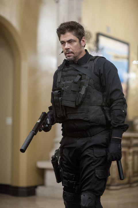Alejandro (Benicio del Toro) weiß, wie sich der Tod anfühlt und setzt alles daran sein Ziel, den Drogenboss Diaz zu stellen zu erreichen. Es beginnt... - Bildquelle: Richard Foreman 2015 Studiocanal GmbH