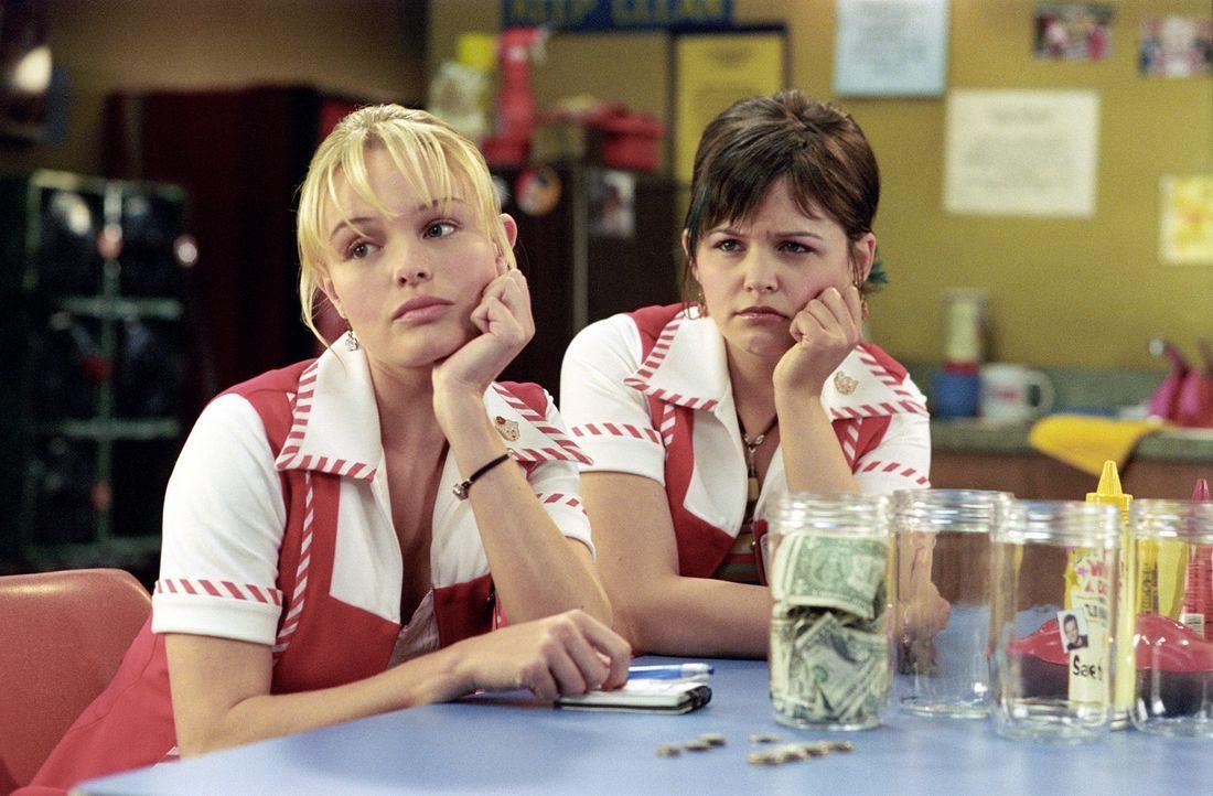 Rosalee Futch (Kate Bosworth, l.) arbeitet in einem Lebensmittelgeschäft im ländlichen West Virginia. Ihr großer Traum ist es, einmal Filmstar Ta... - Bildquelle: 2004 DreamWorks LLC. All Rights Reserved.