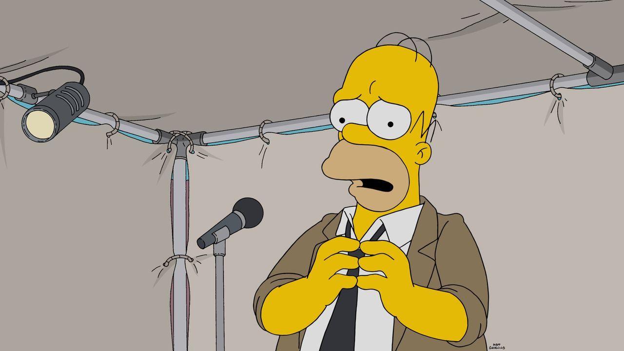 Homer muss, wie alle Jahre, bei der Fortbildung im Kernkraftwerk eine Rede halten. Doch dieses Jahr ist es für ihn unmöglich, da er so nervös ist ..... - Bildquelle: 2015 Fox and its related entities.  All rights reserved.