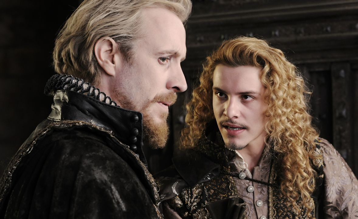 Haben mehr Geheimnisse, als ihnen gut tut: der Earl of Southampton (Xavier Samuel, r.) und Edward de Vere (Rhys Ifans, l.) ... - Bildquelle: Reiner Bajo 2011 Columbia Pictures Industries, Inc. and Beverly Blvd LLC. All Rights Reserved.