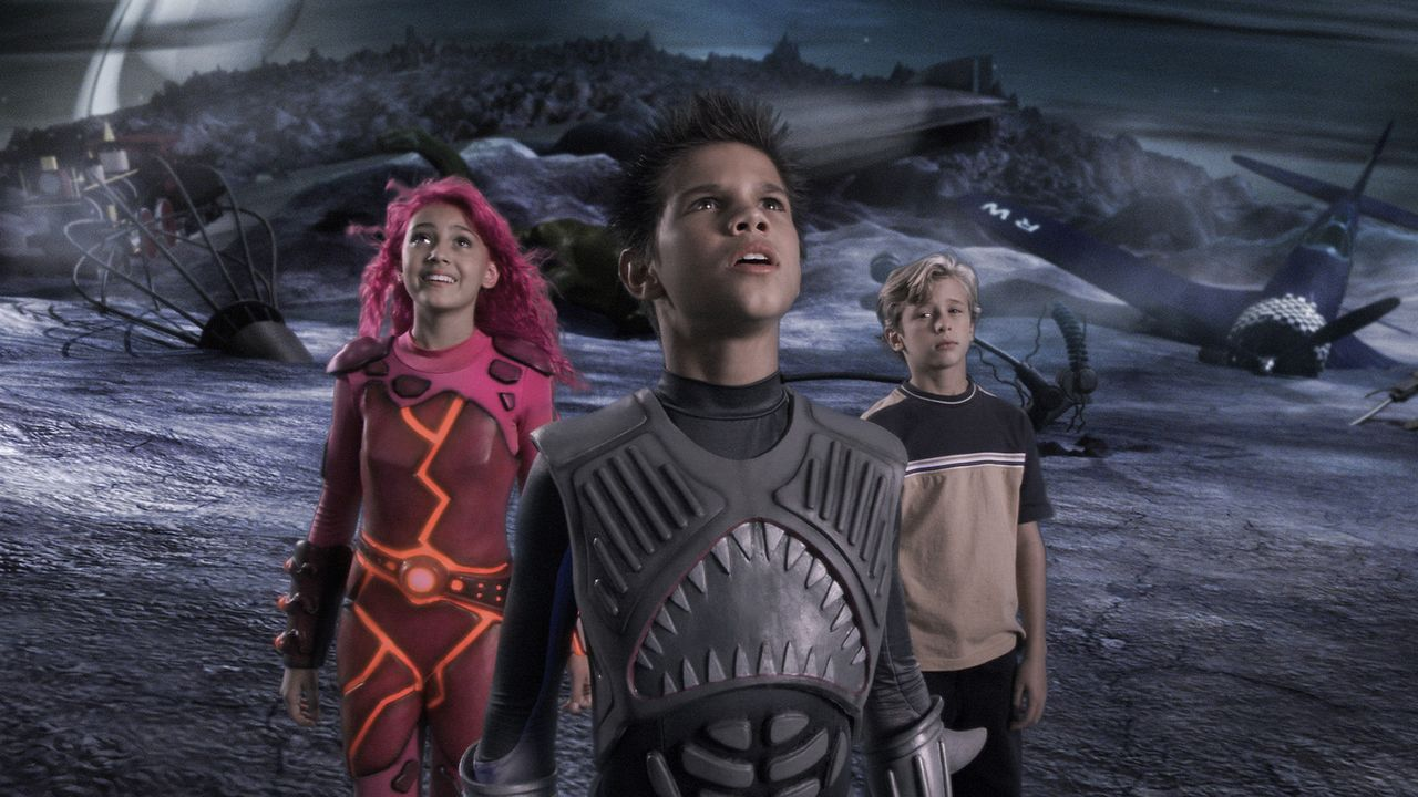 Als niemand an seine Helden glauben will, macht sich Max (Cayden Boyd, r.) kurzerhand auf zum Planeten Drool, auf dem Shark Boy (Taylor Lautner, M.)... - Bildquelle: 2005 Miramax Film Corp. All Rights Reserved.