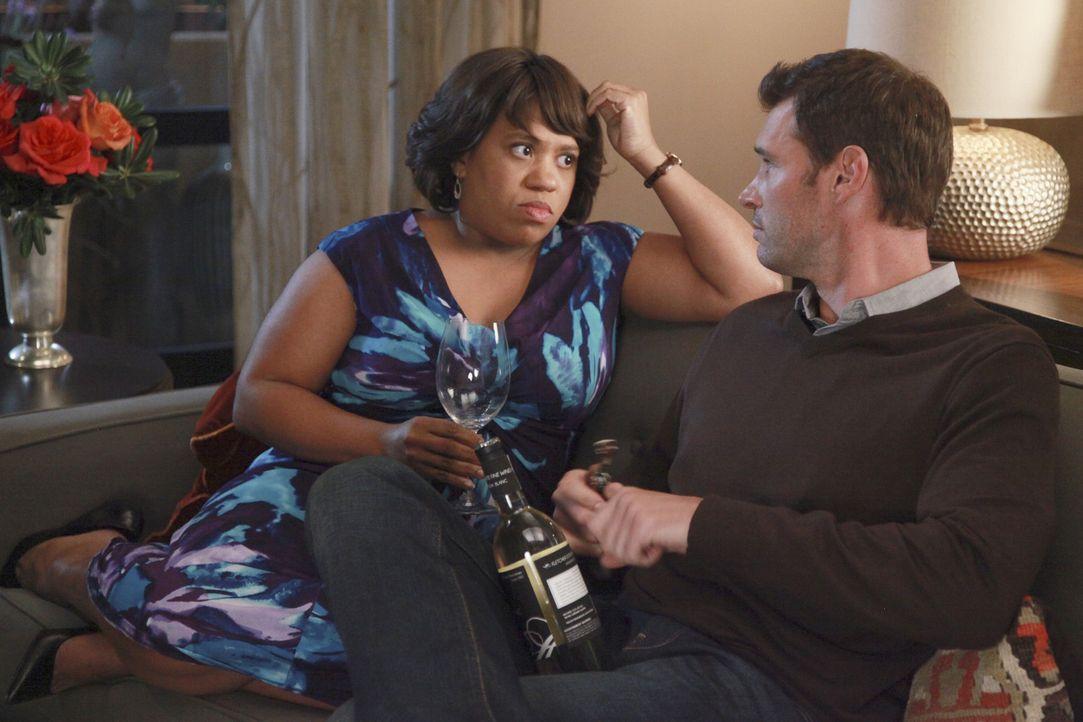Während Teddy und Henry (Scott Foley, r.) eine Dinner-Party für alle Pärchen schmeißen, trifft Bailey (Chandra Wilson, l.) eine Entscheidung bez... - Bildquelle: ABC Studios
