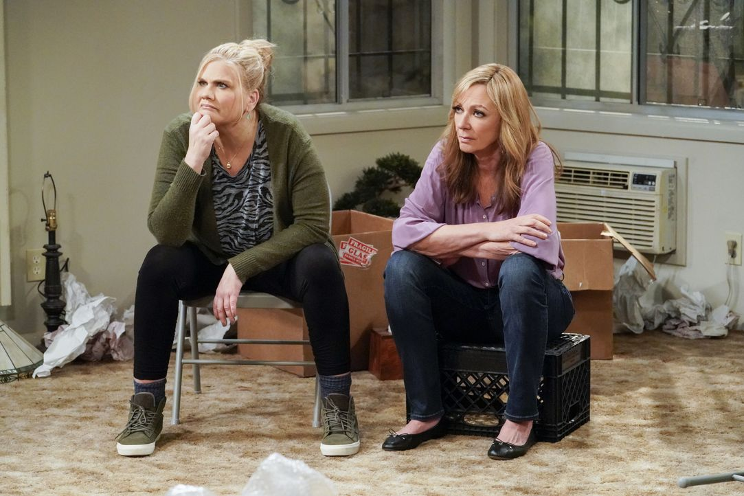 Tammy (Kristen Johnston, l.); Bonnie (Allison Janney, r.) - Bildquelle: Warner Bros. Entertainment, Inc.