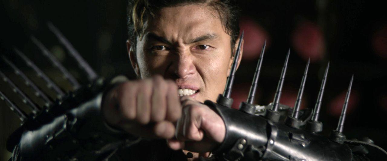 Nachdem sein Vater Gold Lion, Anführer des mächtigen Lion-Clans, von seinen eigenen Männer verraten und getötet wird, schwört sein Sohn Zen Yi (Rick... - Bildquelle: Universal Pictures