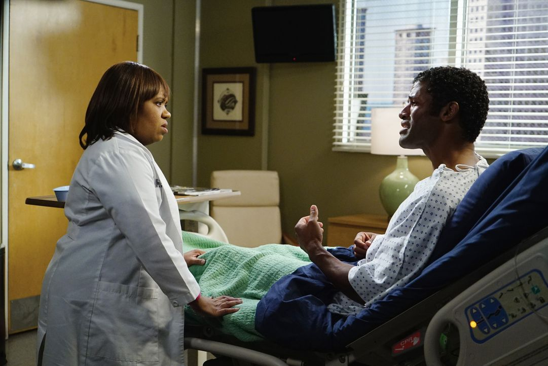 Der Bruder (Benjamin Patterson, r.) von Baileys (Chandra Wilson, l.) Mann Ben, wird ins Krankenhaus eingeliefert. Es stellt  sich heraus, dass er si... - Bildquelle: ABC Studios