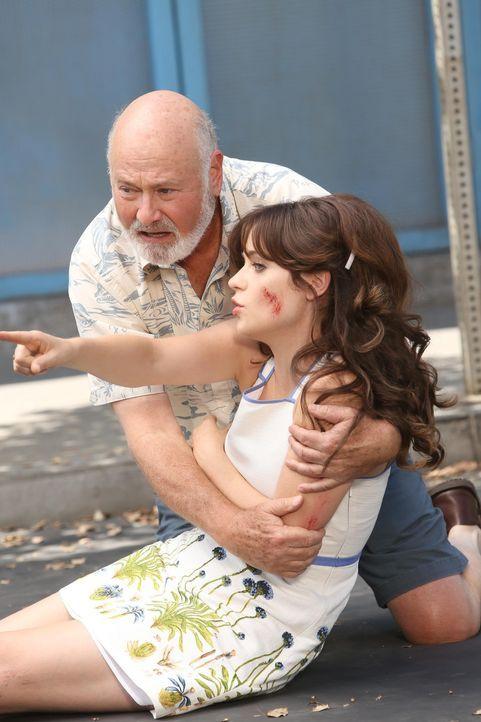 Halten zusammen: Jess (Zooey Deschanel, r.) und ihr Vater Bob (Rob Reiner, l.) ... - Bildquelle: 2014 Twentieth Century Fox Film Corporation. All rights reserved.
