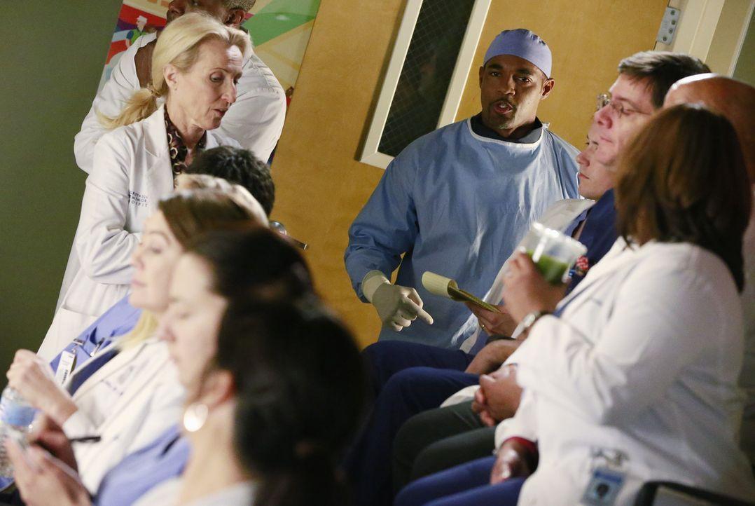 Amelia braucht bei einer Operation Hilfe. Ben (Jason George, M.) macht sich auf dem Weg um Callie zu holen, während Maggie noch nicht darüber hinweg... - Bildquelle: ABC Studios