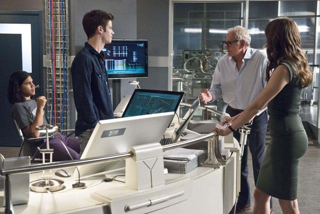 Den perfekten Firestorm-Partner für Dr. Stein (Victor Garber, 2.v.r.) zu finden, stellt sich für Cisco (Carlos Valdes, l.), Barry (Grant Gustin, 2.v... - Bildquelle: 2015 Warner Brothers.