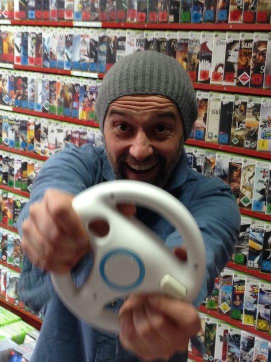 Was passiert beim Extrem-Gaming im Kopf? Reporter Jan Schwiderek soll für dieses Experiment spielen, so lange er durchhält ... - Bildquelle: ProSieben