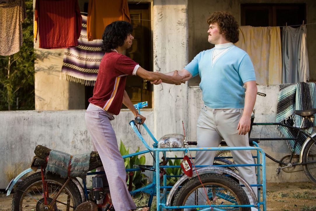 Zusammen mit dem dürren Esqueleto (Hector Jimenez, l.) beginnt Ignacio (Jack Black, r.) ein ebenso schmerzhaftes wie amüsantes Training. Schon bal... - Bildquelle: Paramount Pictures