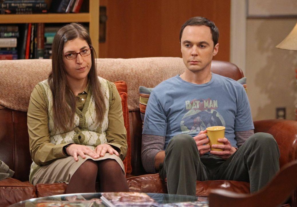 Was ist mit Amy (Mayim Bialik, l.) und Sheldon (Jim Parsons, r.) nur los? - Bildquelle: Warner Bros. Television