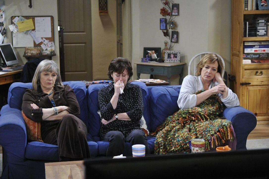 Bestürzt über Bonnies (Allison Janney, r.) Rückfall, versuchen Wendy (Beth Hall, M.) und Marjorie (Mimi Kennedy, l.) zu helfen ... - Bildquelle: Warner Bros. Television