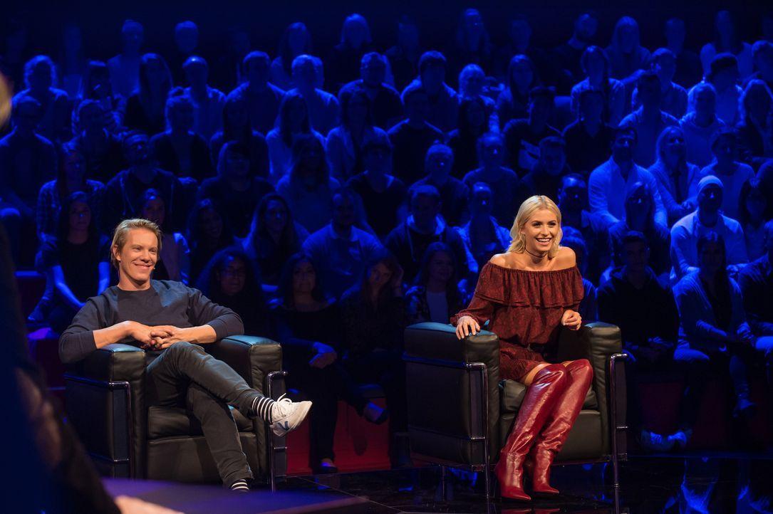 Simon Gosejohann (l.) und Lena Gercke (r.) sind gespannt, wie gut sie ihre angeblich guten Freunde tatsächlich kennen ... - Bildquelle: Claudius Pflug ProSieben