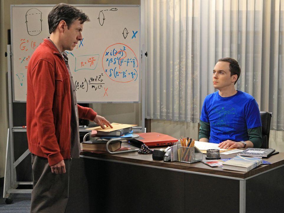 Sheldon (Jim Parsons, r.) wird dazu gezwungen, mit Barry Kripke (John Ross Bowie, l.) zusammenzuarbeiten und befindet sich dadurch in einer Krise, d... - Bildquelle: Warner Bros. Television