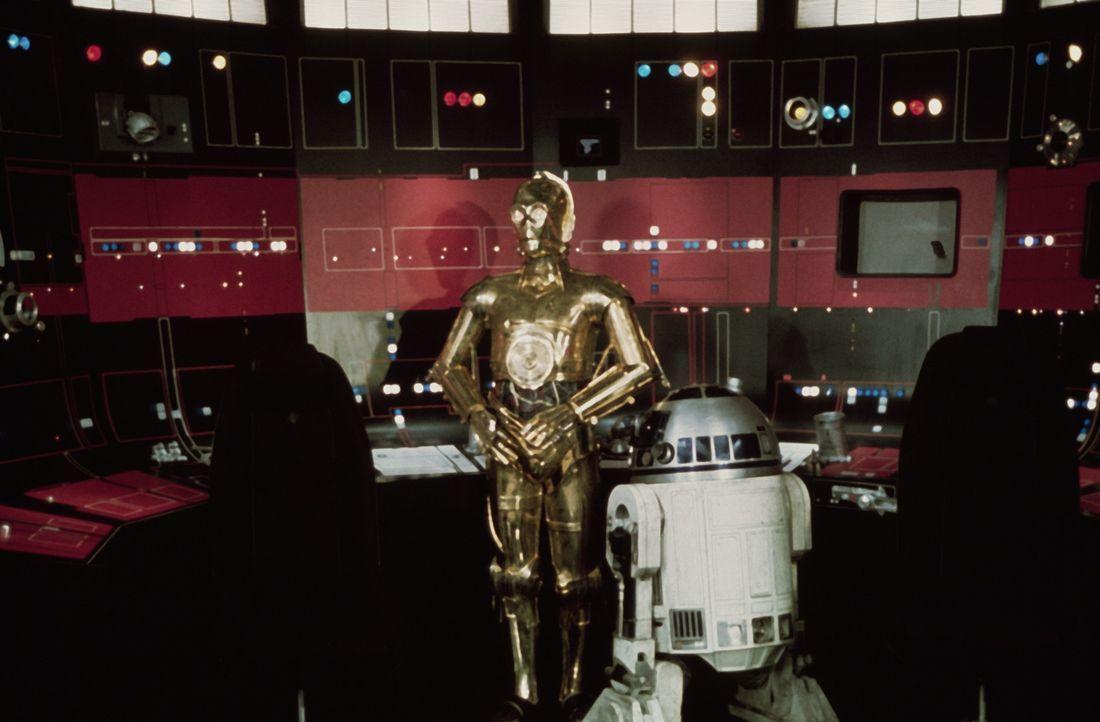 """Warten auf Luke und Han Solo in der Kommandozentrale des """"Todessterns"""": Druide C-3PO (Anthony Daniels, l.) und R2-D2 (Kenny Baker, r.) ... - Bildquelle: Lucasfilm LTD. & TM. All Rights Reserved."""