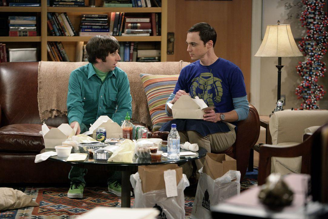 Die Grillenwette: Sheldon (Jim Parsons, r.) und Howard (Simon Helberg, l.) ... - Bildquelle: Warner Bros. Television