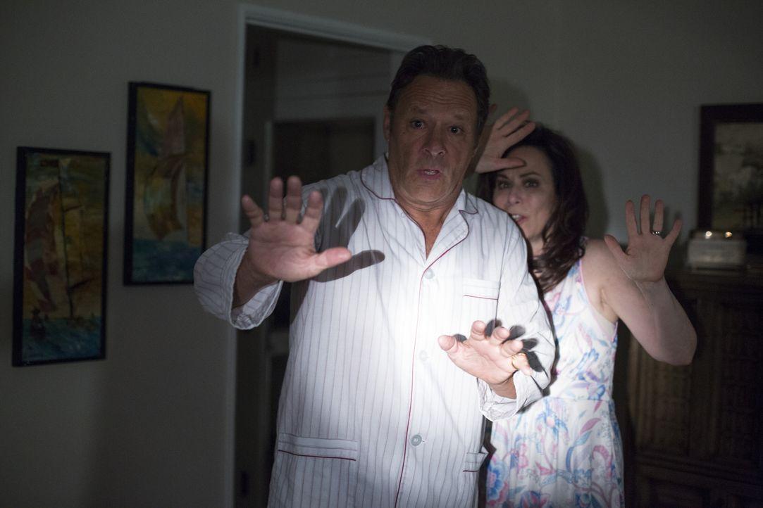 John (Chris Mulkey, l.); Mary (Jane Kaczmarek, r.) - Bildquelle: Warner Brothers