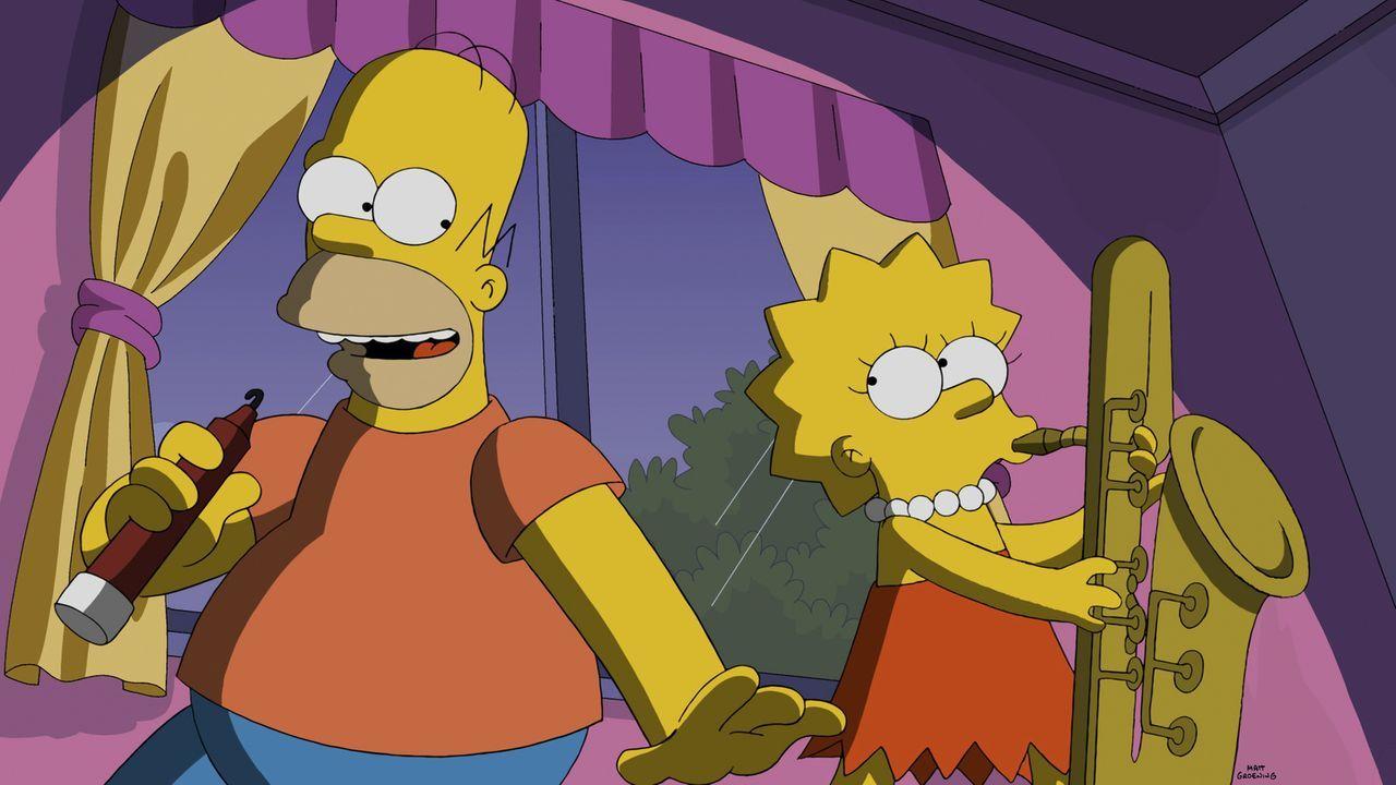 Wie Lisa (r.) feststellen muss, hat Homers (l.) Verwandlung auch seine guten Seiten ... - Bildquelle: 2014 Twentieth Century Fox Film Corporation. All rights reserved.
