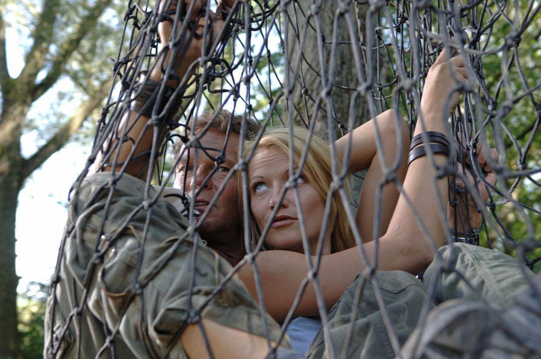 In der eigenen Falle gefangen: Mitch (Christian Tramitz, l.) und Ann (Doreen Jacobi, r.) ... - Bildquelle: Laurent Trümper ProSieben