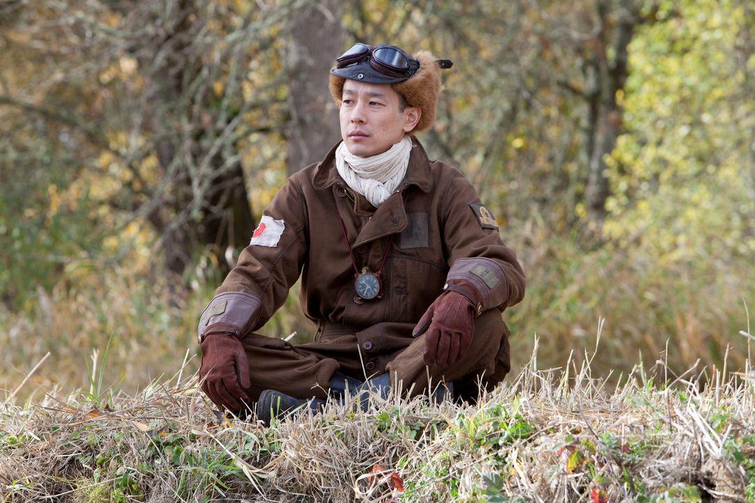 Niemand weiß, dass Enoch nur einen Freund hat: den Geist des Kamikaze-Piloten Hiroshi Takahashi (Ryo Kase) ... - Bildquelle: Scott Green 2011 Columbia Pictures Industries, Inc. All Rights Reserved.