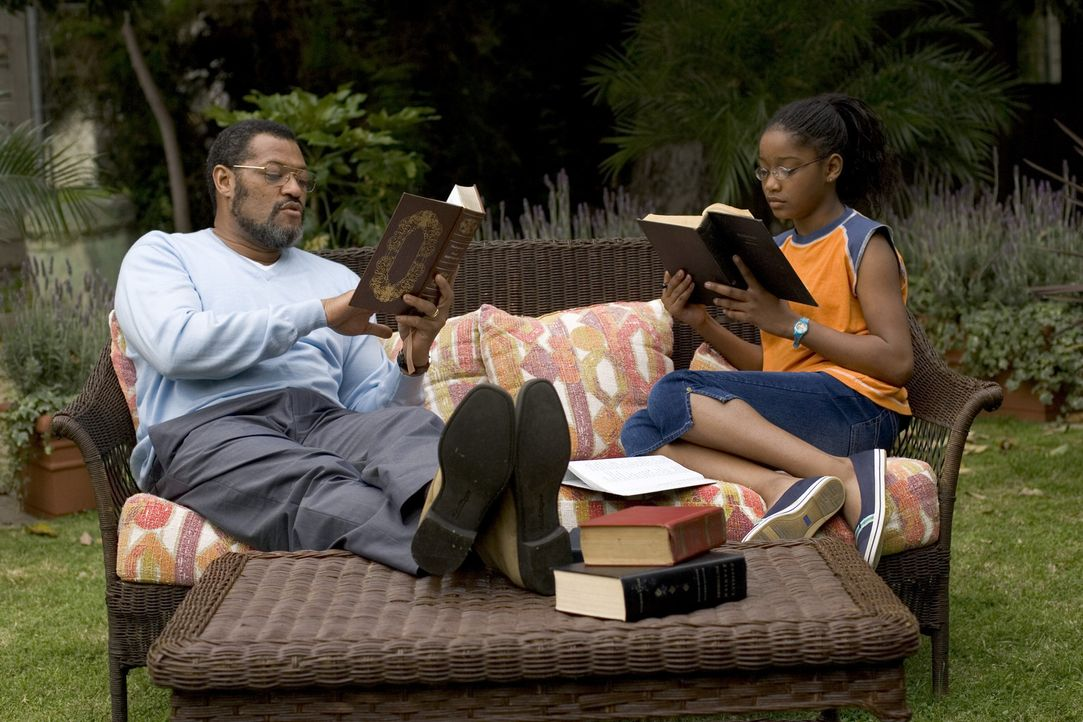 Trainieren für einen Buchstabierwettkampf: Dr. Larabee (Laurence Fishburne, l.) und seine talentierte Schülerin Akeelah (Keke Palmer, r.) ... - Bildquelle: Copyright   2006 Lions Gate Films Inc. and 2929 Productions LLC. All Rights Reserved.