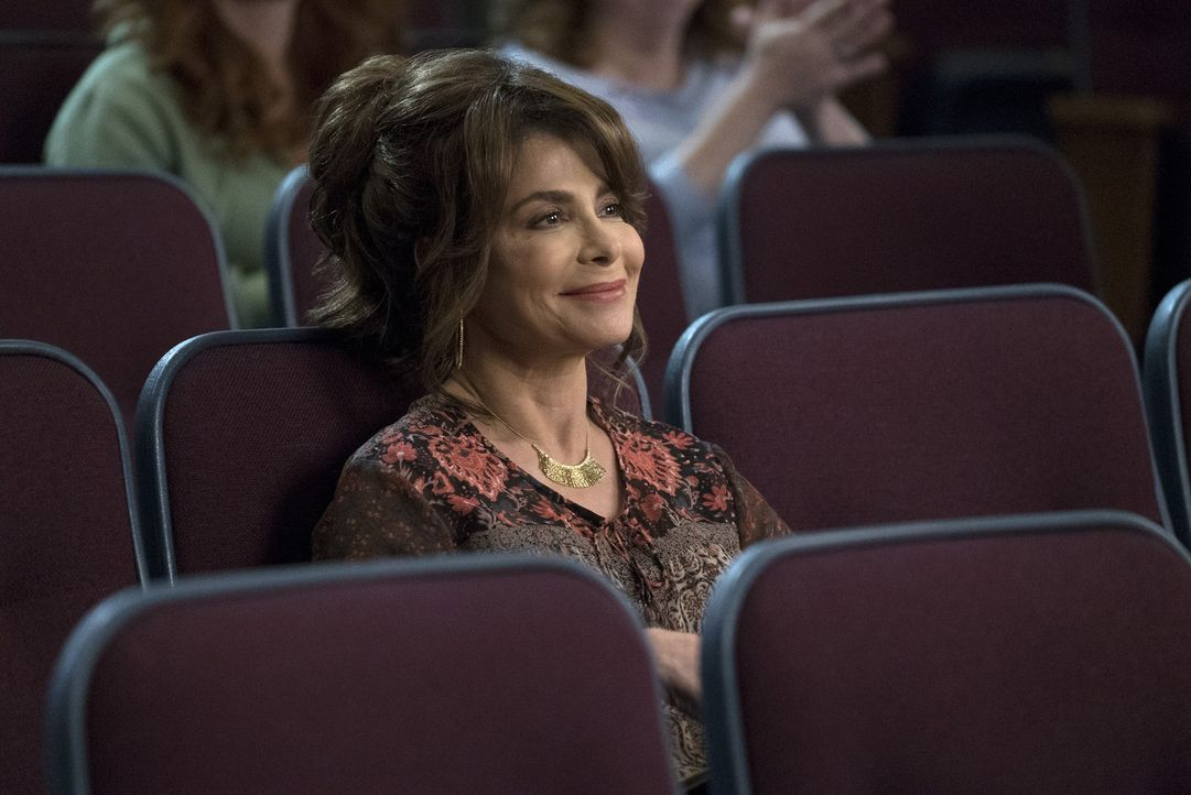Während Holly (Paula Abdul) Jessica mit einer Entscheidung gewaltig vor den Kopf stößt, ist Nicole bis über beide Ohren verliebt ... - Bildquelle: Richard Cartwright 2017-2018 American Broadcasting Companies. All rights reserved.