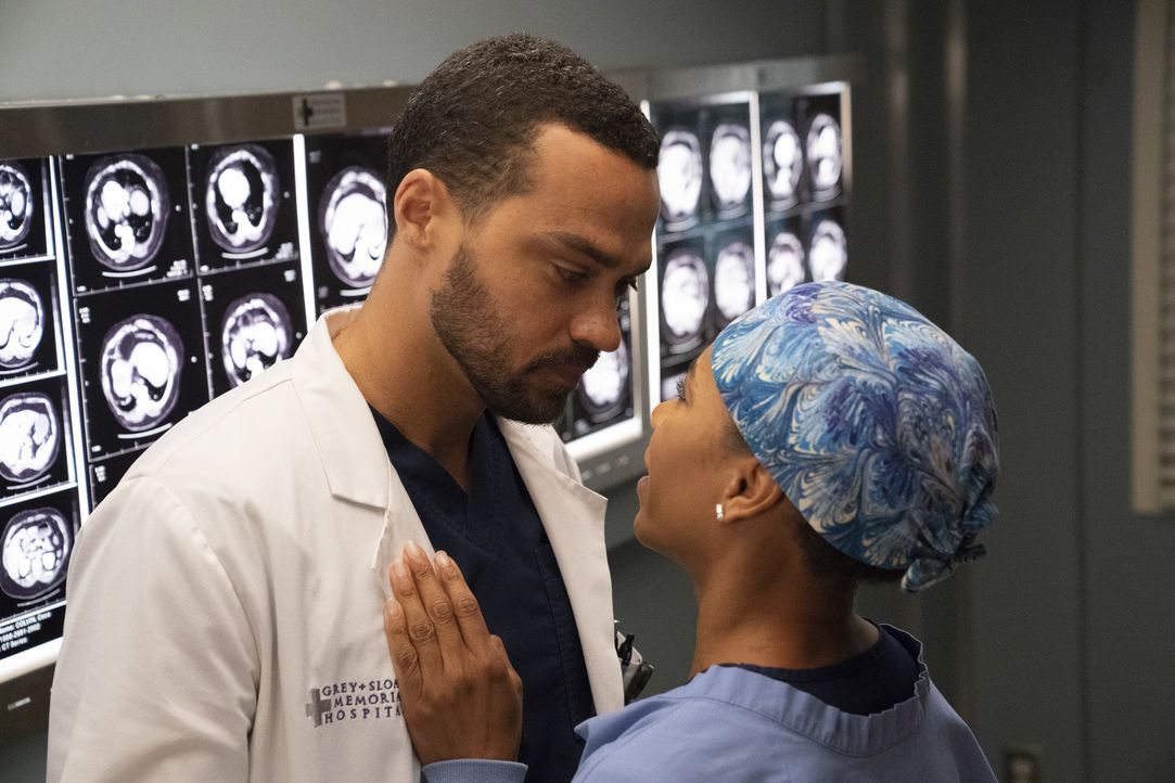 Dr. Jackson Avery (Jesse Williams, l.); Dr. Maggie Pierce (Kelly McCreary, r.) - Bildquelle: Mitch Haaseth ABC Studios