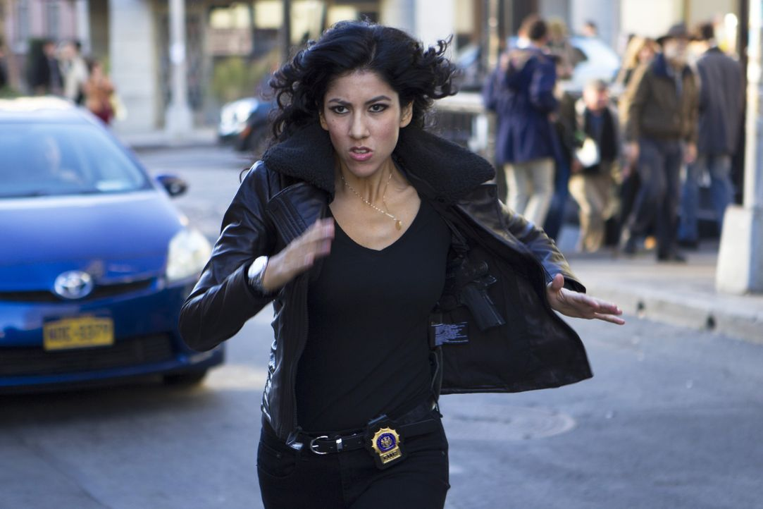 Rosa Diaz (Stephanie Beatriz) - Bildquelle: John P. Fleenor 2015 UNIVERSAL TELEVISION LLC. All rights reserved. / John P. Fleenor