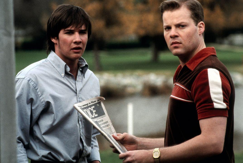 1970: Owen Crawfords Söhne Eric (Andy Powers, r.) und Sam (Ryan Merriman, l.) treten in die wenig rühmlichen Fußstapfen ihres Vaters - und kommen... - Bildquelle: TM &   DREAMWORKS LLC.All Rights Reserved