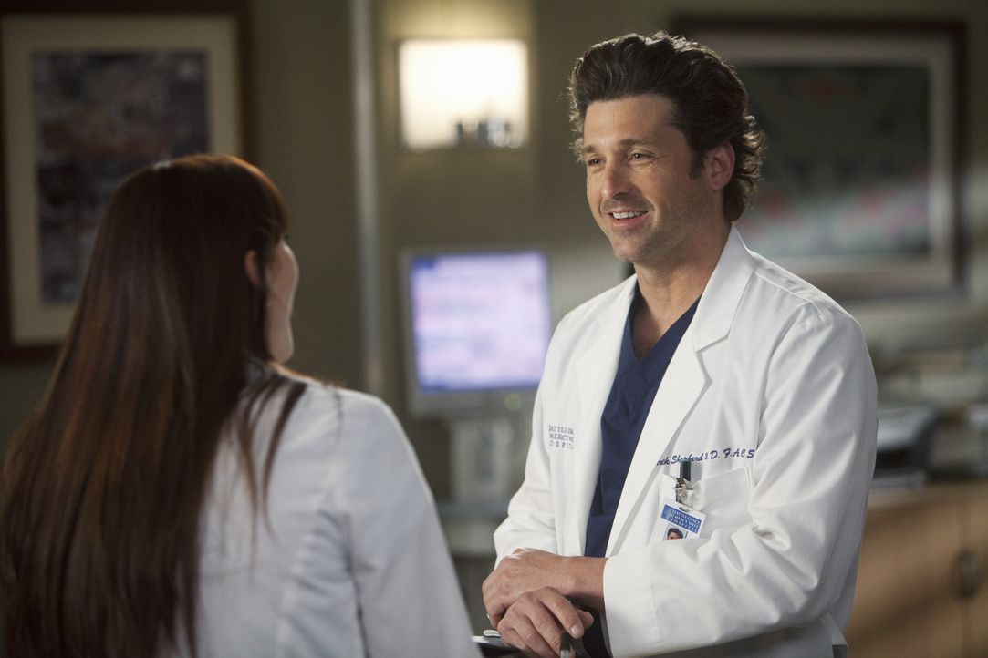 Während Lexie (Chyler Leigh, l.) erfährt, dass Mark mit Julia zusammenziehen möchte, machen Meredith Derek (Patrick Dempsey, r.) eine erschrecken... - Bildquelle: ABC Studios
