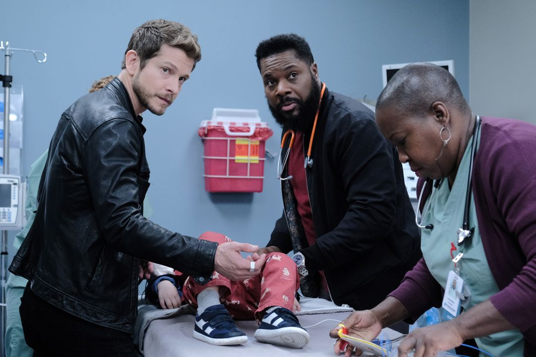 (v.l.n.r.) Dr. Conrad Hawkins (Matt Czuchry); AJ Austin (Malcolm-Jamal Warner); Schwester Hundley (Denitra Isler) - Bildquelle: Guy D'Alema 2019-2020 Twentieth Century Fox Film Corporation.  All rights reserved. / Guy D'Alema