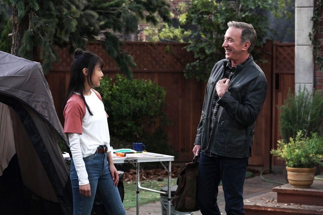 Jen (Krista Marie Yu, l.); Mike Baxter (Tim Allen, r.) - Bildquelle: Michael Becker 2020 Fox Media LLC. / Michael Becker