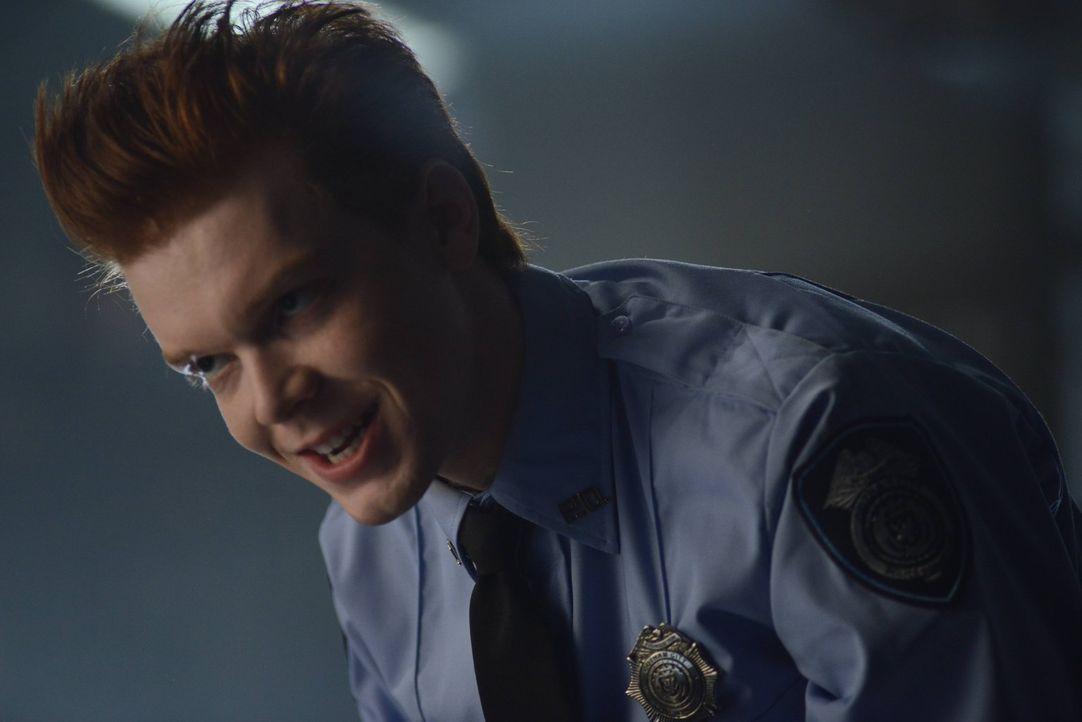 Im Auftrag von Theo Galavan sorgt Jerome Valeska (Cameron Monaghan) in Gotham für Angst und Schrecken ... - Bildquelle: Warner Brothers