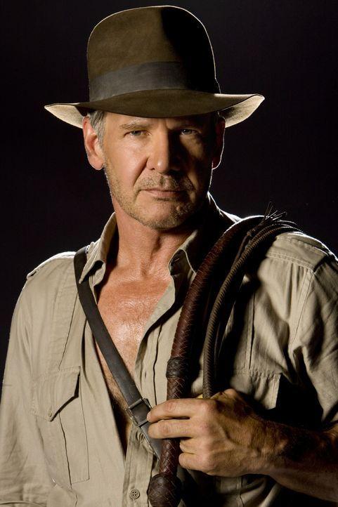Nachdem Indiana Jones (Harrison Ford)  zusammen mit seinem Begleiter Mac in der Wüste an einem abgelegenen Flugplatz nur knapp den dortigen Sovjeti... - Bildquelle: Lucasfilm Ltd. & TM. All Rights Reserved
