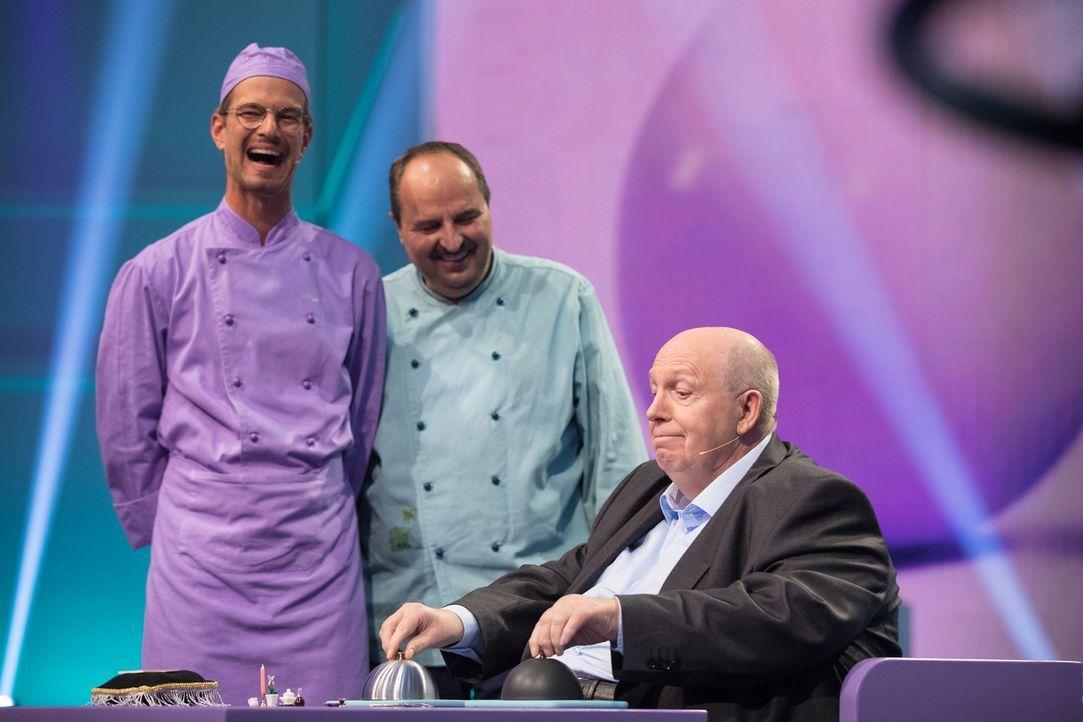 Wie werden Johann Lafer (M.) und Reiner Calmund (r.) auf Jokos (l.)  Show-Idee reagieren? - Bildquelle: Jens Hartmann ProSieben/Jens Hartmann