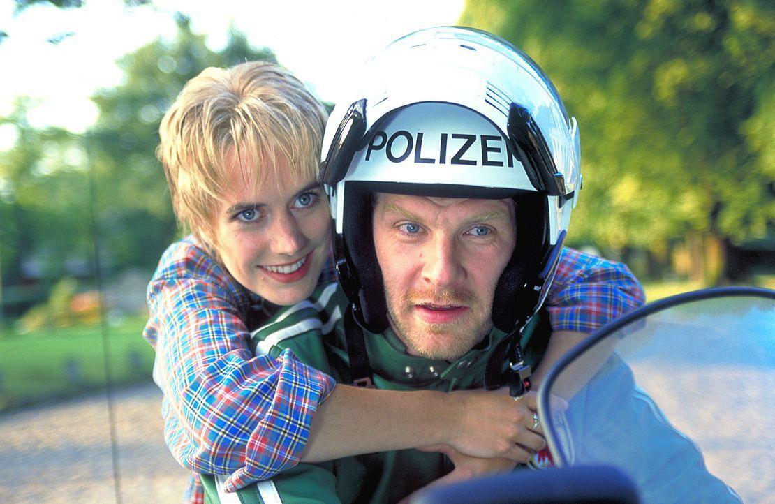 Endlich ein Team: Sophie (Dorothea Schenck, li) und Eppe (Götz Schubert, r.) ... - Bildquelle: ProSieben