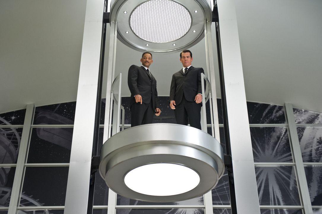 Um eine bevorstehende Invasion von Außerirdischen zu verhindern, bleiben Agent Jay (Will Smith, l.) nur 24 Stunden die Vergangenheit zu verändern. D... - Bildquelle: Wilson Webb 2012 Columbia Pictures Industries, Inc.  All rights reserved.