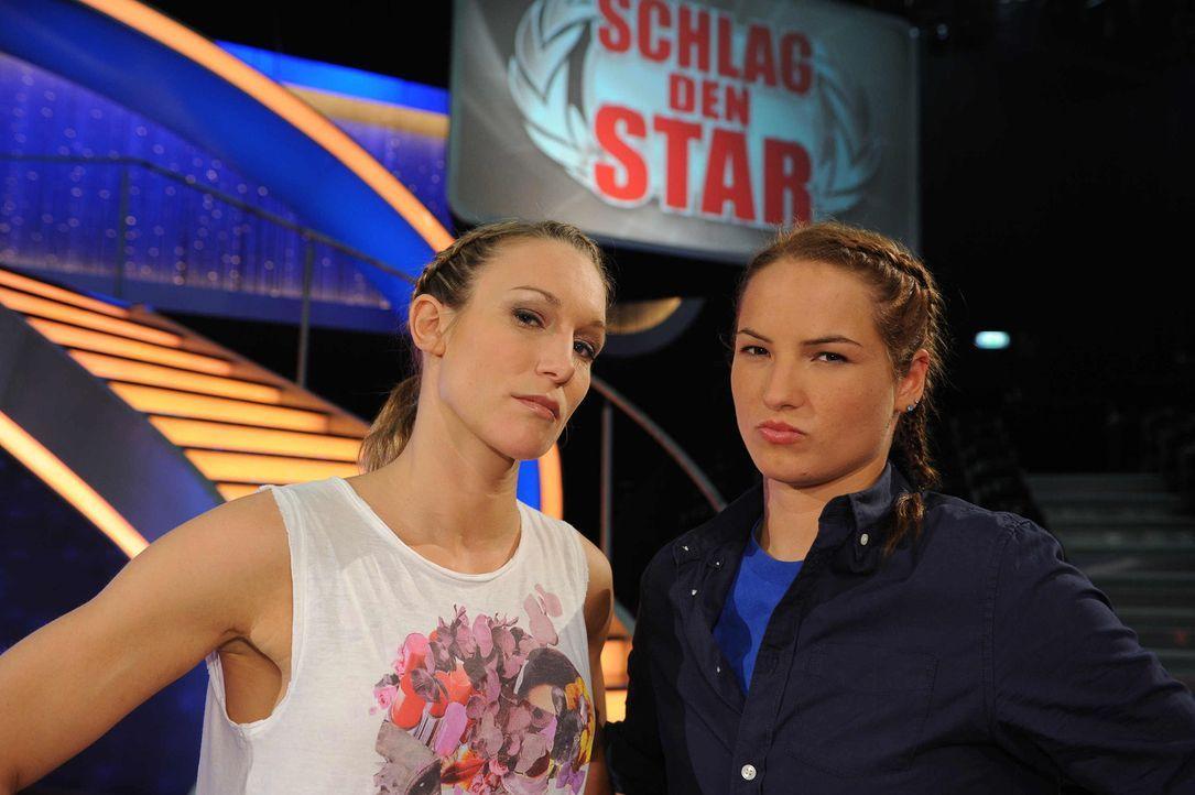 """Kickboxerin Dr. Christine Theiss (l.) stellt sich in """"Schlag den Star"""" im Duell aus bis zu neun Spielen ihrer Herausforderin (r.) ... - Bildquelle: Willi Weber ProSieben"""