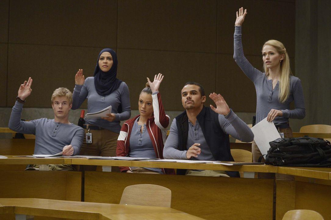 Bekommen von Dr. Susan Langdon eine neue Aufgabe: Caleb (Graham Rogers, l.), Raina (Yasmine Al Massri, 2.v.l.), Natalie (Anabelle Acosta, M.), Brand... - Bildquelle: Philippe Bosse 2015 ABC Studios
