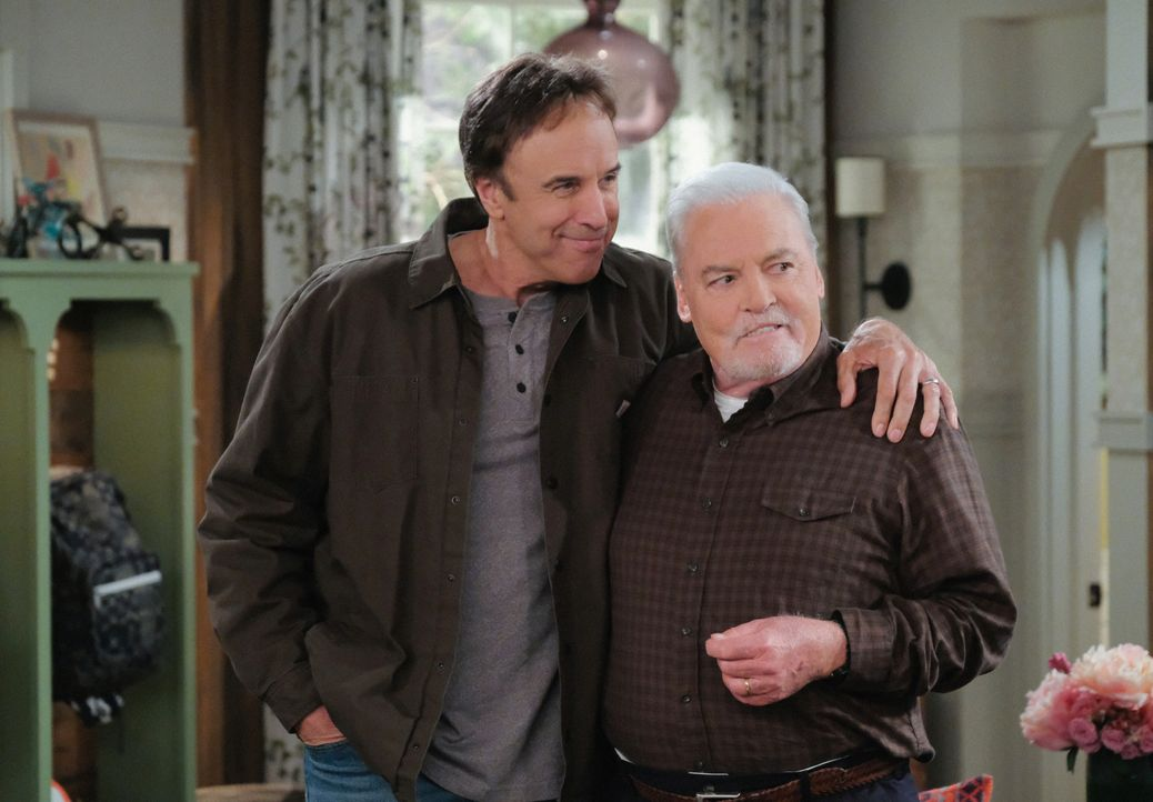 Don Burns (Kevin Nealon, l.); Joe (Stacy Keach, r.) - Bildquelle: Darren Michaels 2017 CBS Broadcasting, Inc. All Rights Reserved. / Darren Michaels