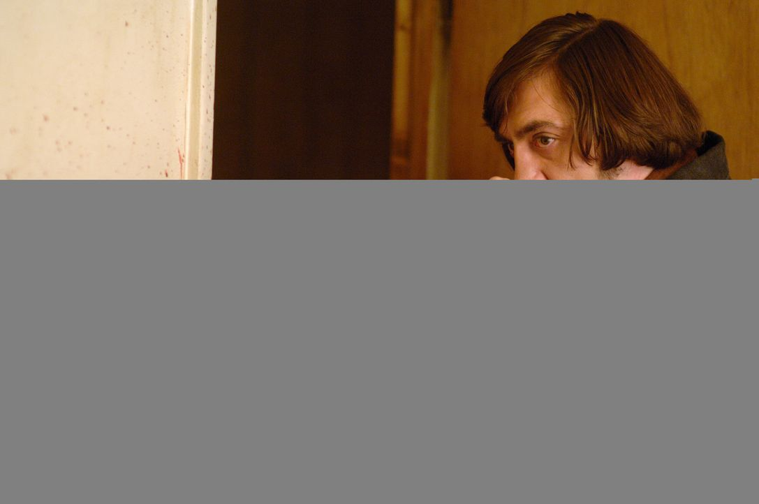 Ganz und gar tödlich: Killer Anton Chigurh (Javier Bardem) ... - Bildquelle: 2008 by PARAMOUNT VANTAGE, a Division of PARAMOUNT PICTURES, and MIRAMAX FILM CORP. All Rights Reserved.
