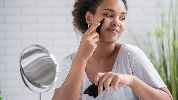 Was verbirgt sich hinter dem Beauty-Trend Gua Sha? Wir haben die Fakten zum B...