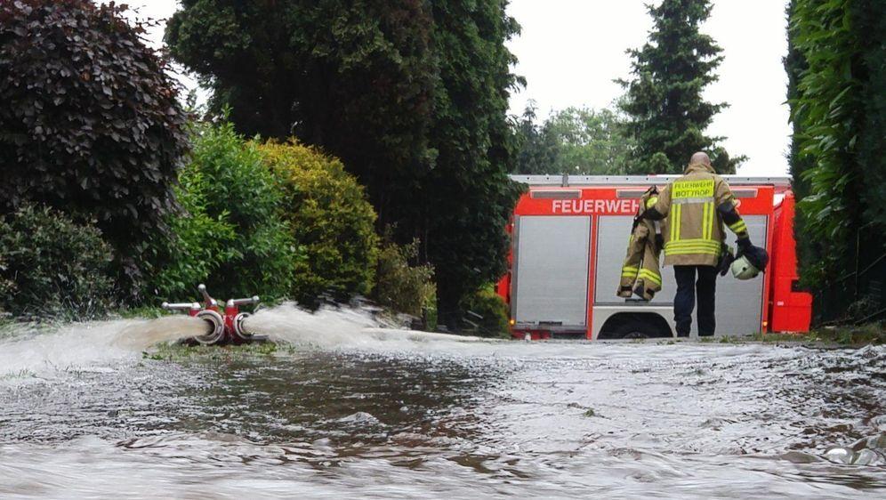 - Bildquelle: -/Feuerwehr Bottrop/dpa