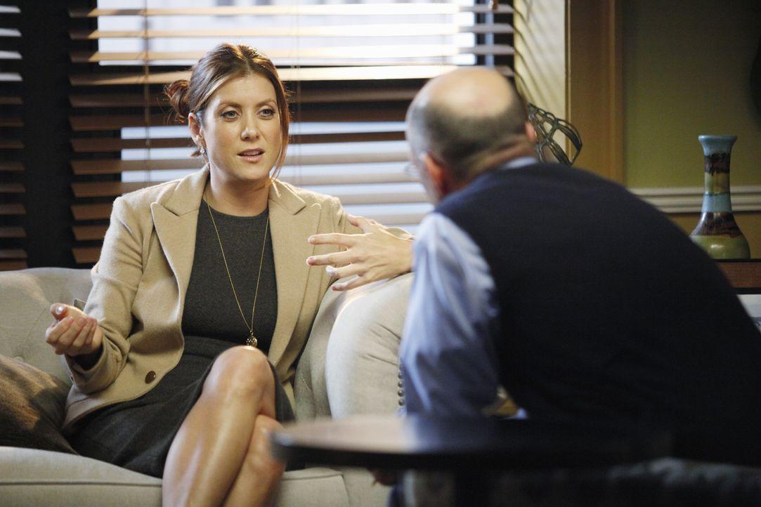 Während Addison (Kate Walsh, l.) bei ihrem Therapeuten (Scott Alan Smith, r.) ist, weist Cooper Charlottes Vorschlag, Hilfe für Erica von außerha... - Bildquelle: ABC Studios