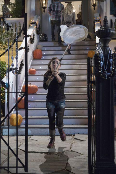 Obwohl Cleo (Rowan Blanchard) eigentlich ein wissenschaftliches Genie ist, kommt es zu einem Fauxpas, als ihr ein unsichtbarer Schmetterling abhande... - Bildquelle: 2015 Disney Enterprises, Inc. All rights reserved.